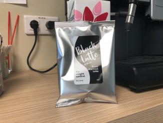 black latte σκόνη ενεργού άνθρακα